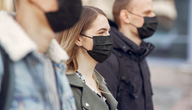 people-masks-stands-street-e1617631108539-800×533